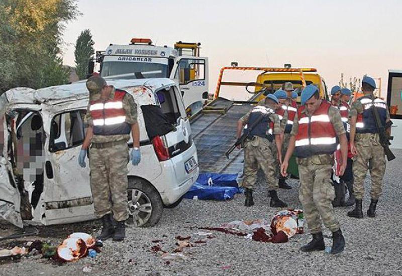 "Тяжелое ДТП в Турции, много пострадавших <span class=""color_red"">- ФОТО</span>"