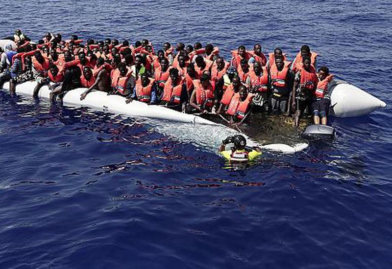 """У берегов Ливии спасли 10-дневного младенца <span class=""""color_red"""">- ВИДЕО</span>"""