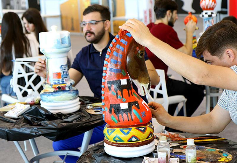 """В Баку шахматные фигуры превратили в произведение искусства <span class=""""color_red"""">- ФОТО</span>"""