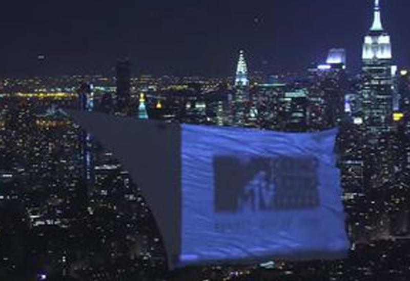 """MTV попал в книгу Гиннесса за самый большой летающий кинотеатр <span class=""""color_red"""">- ВИДЕО</span>"""