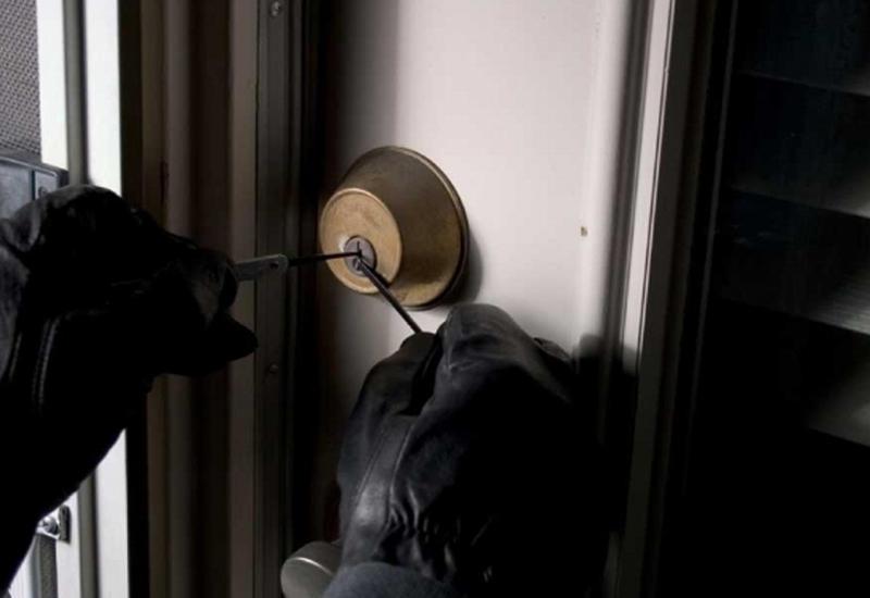 Из офиса в Лянкяране украли сейф с деньгами