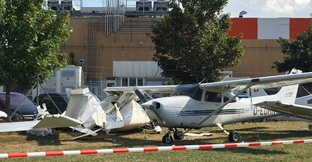 ВГермании столкнулись 2 легкомоторных самолета