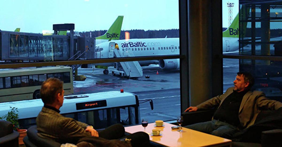 Самолет AirBaltic аварийно приземлился вРиге из-за сложностей сшасси