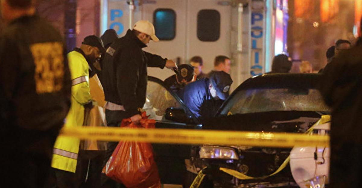 «Исламское государство» взяло насебя нападение наторговый центр вСША