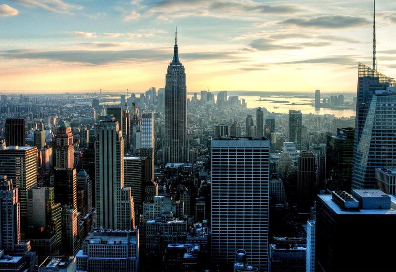 В Нью-Йоркском парке развлечений девочка сорвалась с аттракциона