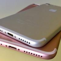 """Владельцы iPhone 7 сверлят дыры в гаджетах, чтобы слушать музыку <span class=""""color_red"""">- ВИДЕО</span>"""