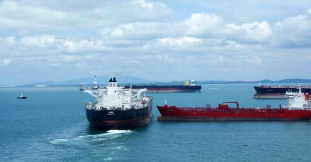 Вакватории Северного моря столкнулись два танкера