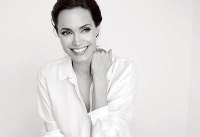 Что хочет получить Анджелина Джоли от Питта