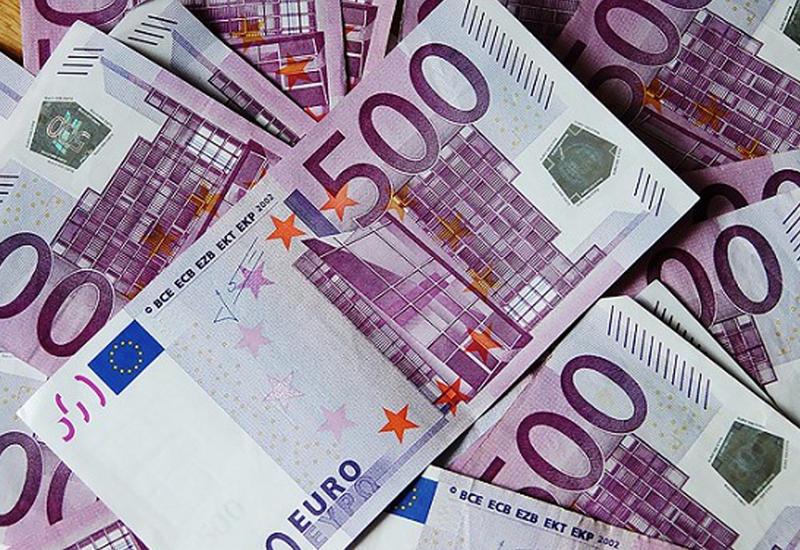 В Германии из-за растерявшего деньги мотоциклиста перекрыли автобан