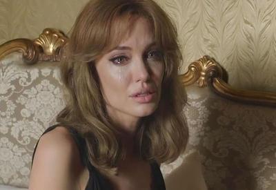 "Анджелина Джоли сбежала от Питта в Малибу <span class=""color_red"">- ФОТО</span>"