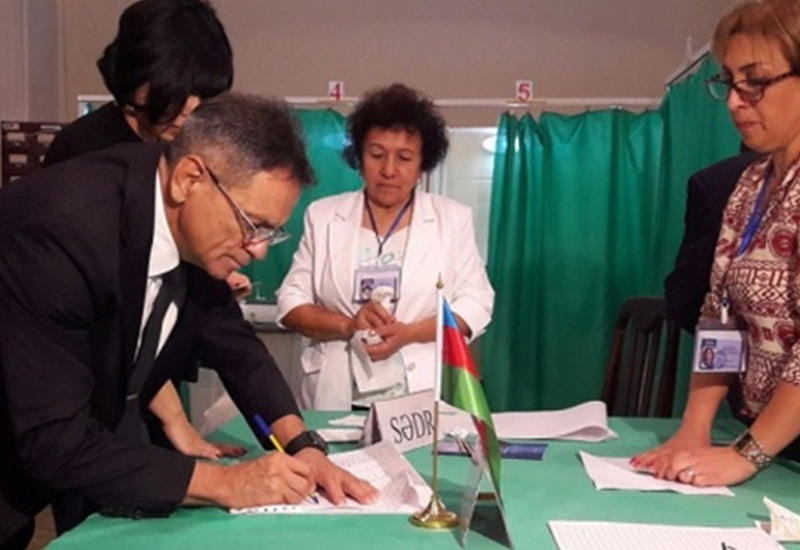 """Мадат Гулиев и Рамин Гулузаде приняли участие в голосовании на референдуме <span class=""""color_red"""">- ФОТО</span>"""