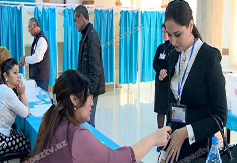 """В Гяндже наблюдается активность избирателей на референдуме <span class=""""color_red"""">- ФОТО</span>"""