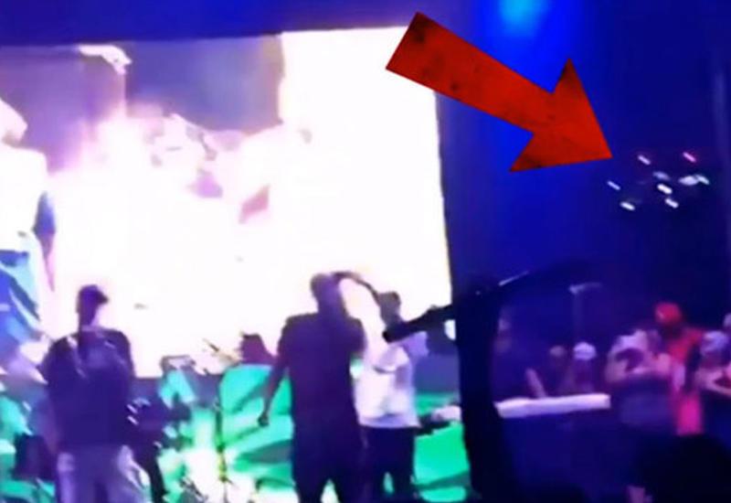 """Беспилотник сшиб музыканта во время концерта <span class=""""color_red"""">- ВИДЕО</span>"""
