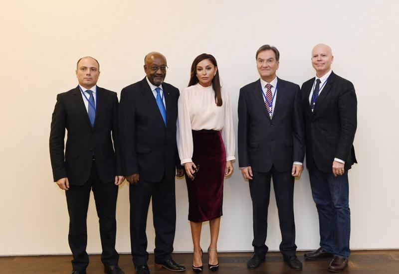 """Первая леди Мехрибан Алиева встретилась с делегациями Сенатов Колумбии, Италии и заместителем гендиректора ЮНЕСКО <span class=""""color_red"""">- ОБНОВЛЕНО - ФОТО</span>"""