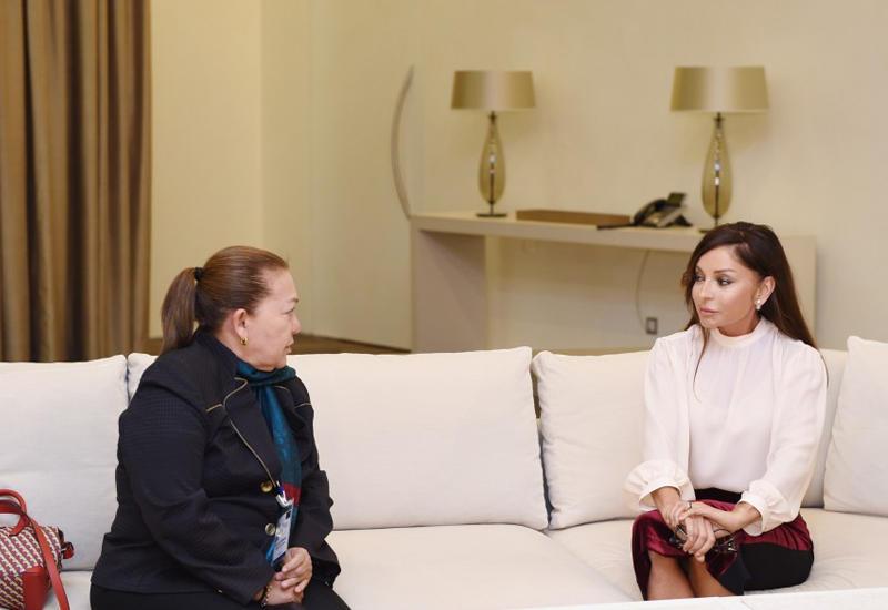 "Первая леди Мехрибан Алиева встретилась с вице-президентом сената Колумбии <span class=""color_red"">- ФОТО</span>"
