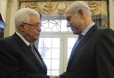 """Нетаньяху и Махмуд Аббас обменялись рукопожатиями на похоронах Переса <span class=""""color_red"""">- ВИДЕО</span>"""