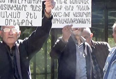 Армянские рабочие потребовали зарплату у Саргсяна