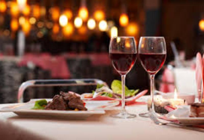 В США кассир ресторана вернул посетителю чек на $2 тысячи