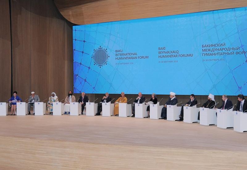 """V Бакинский международный гуманитарный форум продолжил работу пленарным заседанием <span class=""""color_red"""">- ФОТО</span>"""