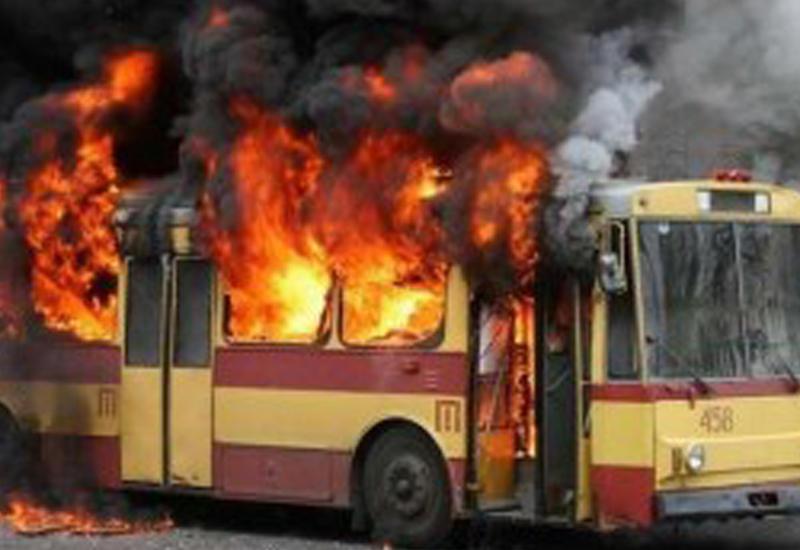 """Автобус с пассажирами загорелся в Кемерово <span class=""""color_red"""">- ВИДЕО</span>"""