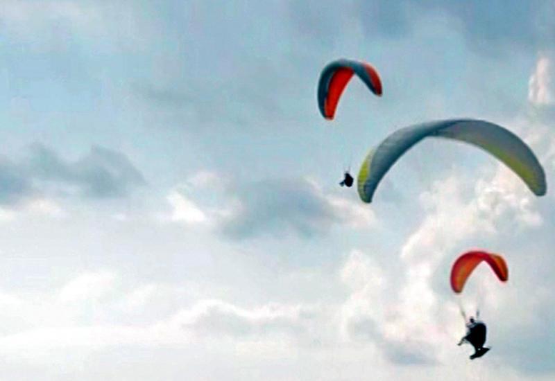 """Парашютисты установили мировой рекорд по катанию на качелях <span class=""""color_red"""">- ВИДЕО</span>"""