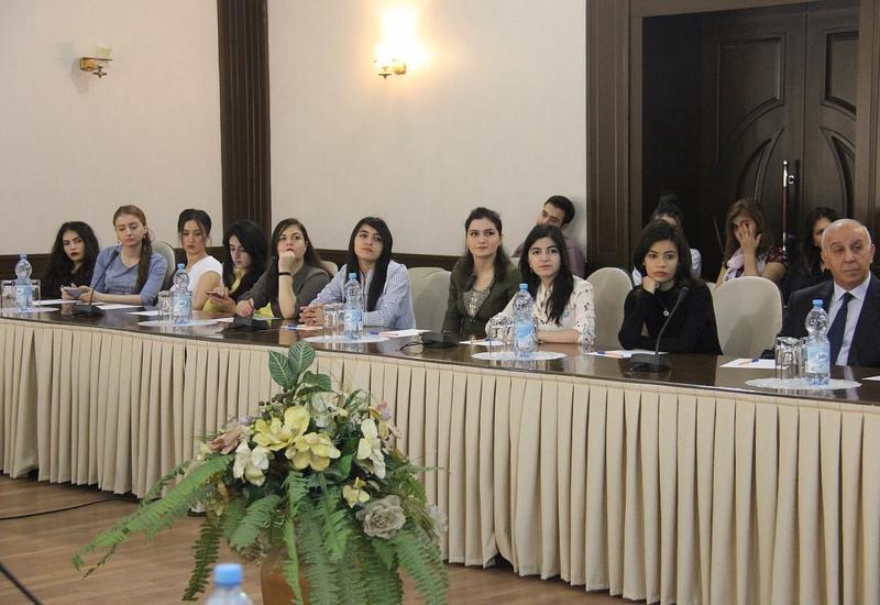 """В Баку обсудили вопросы сохранения семейных ценностей <span class=""""color_red"""">- ФОТО</span>"""