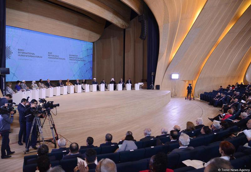 Ши Сюэчэн: Бакинский гуманитарный форум впечатляет своим размахом