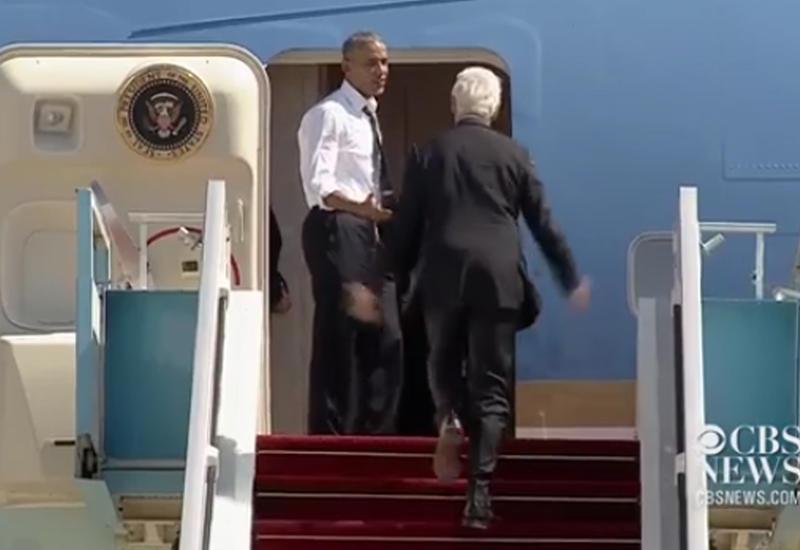 """Обама уговорил Клинтона побыстрее сесть в самолет <span class=""""color_red"""">- ВИДЕО</span>"""