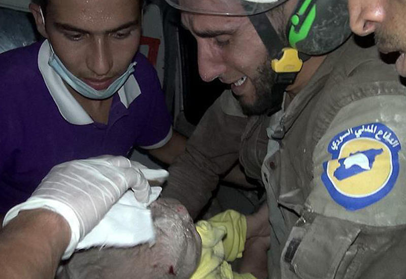 "В Сирии из-под обломков здания извлекли живого младенца <span class=""color_red"">- ФОТО - ВИДЕО</span>"
