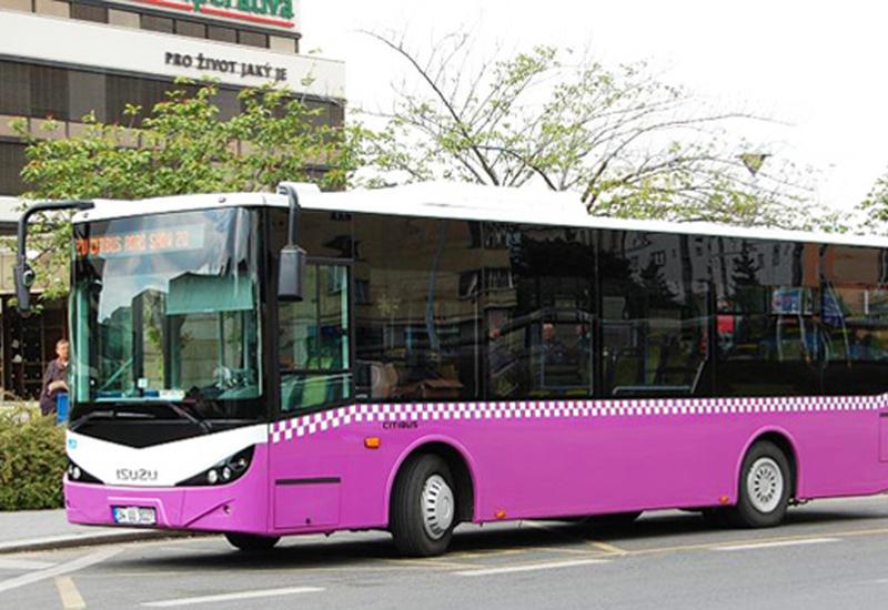 В Баку автобус и внедорожник устроили цепную аварию