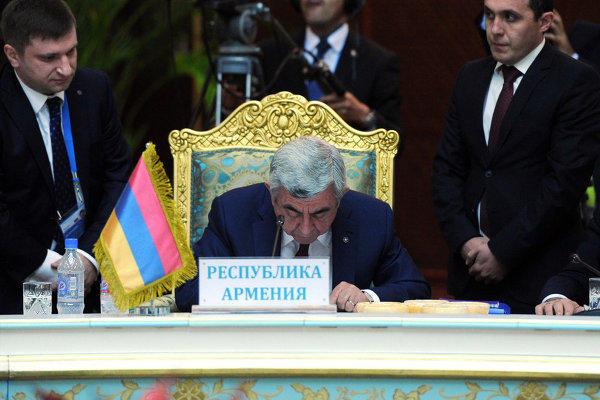 Министр обороны Армении встретился с генсеком ОДКБ