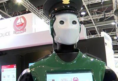 """Первый робот-полицейский выходит на службу в Дубае <span class=""""color_red"""">- ОБНОВЛЕНО - ВИДЕО</span>"""