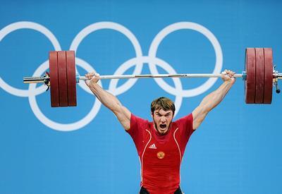 Российского тяжелоатлета лишили Олимпийской медали