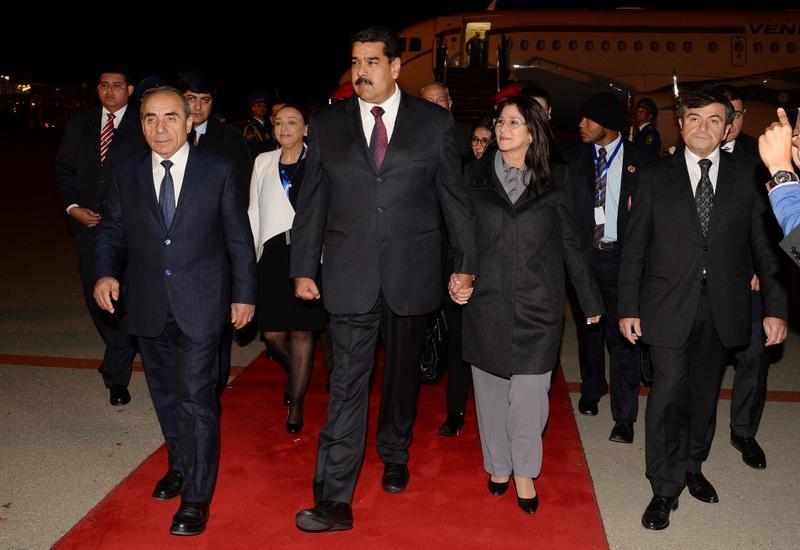 Президент Венесуэлы прибыл с официальным визитом в Азербайджан