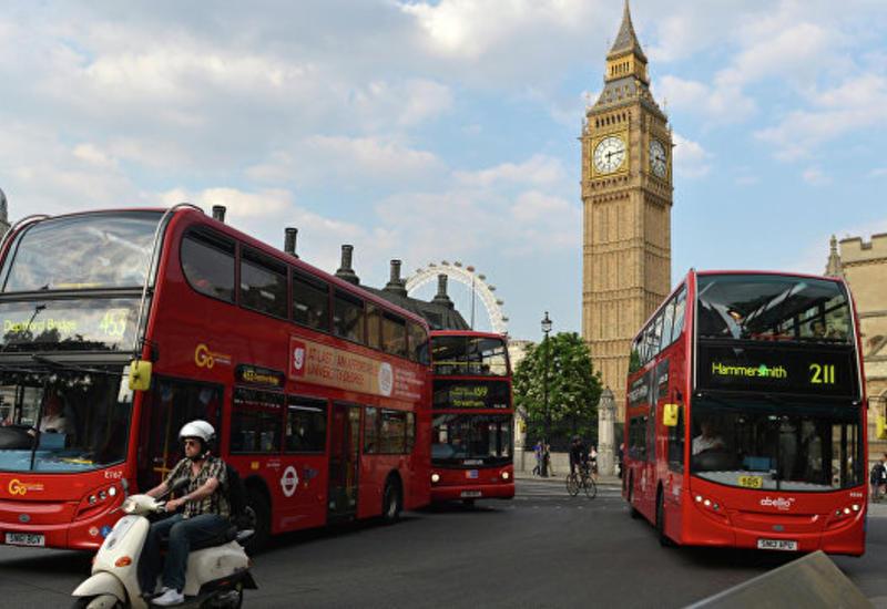 """В Лондоне автобусу снесло крышу мостом, много раненых <span class=""""color_red"""">- ФОТО</span>"""