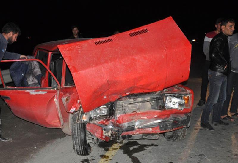 """Ağır qəza: 1 nəfər öldü, 2 nəfər yaralandı <span class=""""color_red"""">- FOTO</span>"""