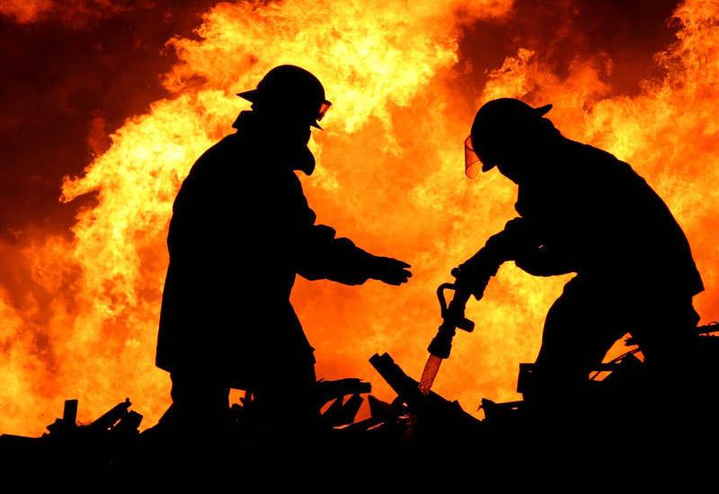 Пожар в частном доме в Баку, есть пострадавший