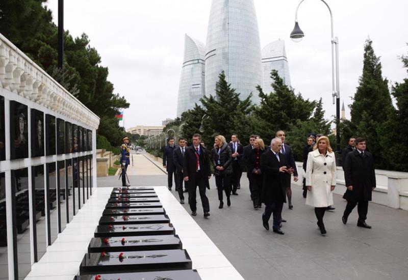 """Президент Хорватии посетила могилу Общенационального лидера Гейдара Алиева и Аллею шехидов <span class=""""color_red"""">- ОБНОВЛЕНО - ФОТО</span>"""