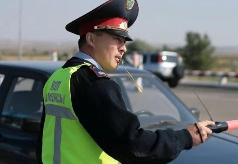 """Водитель трижды сбил полицейского и попытался сбежать <span class=""""color_red"""">- ВИДЕО</span>"""
