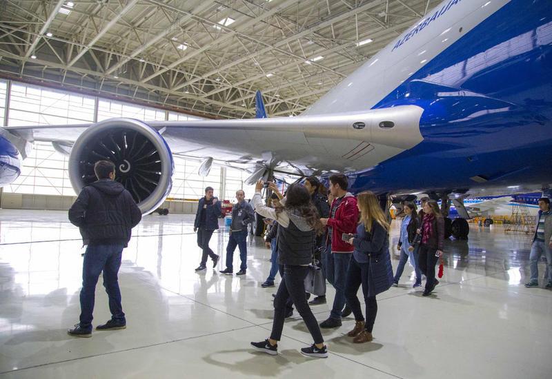 """Студенты университета ADA побывали на экскурсии в Международном аэропорту Гейдар Алиев <span class=""""color_red"""">- ФОТО</span>"""