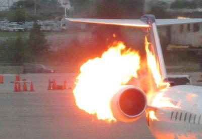 """Российский самолет вспыхнул перед вылетом в Ереван <span class=""""color_red"""">- ВИДЕО</span>"""