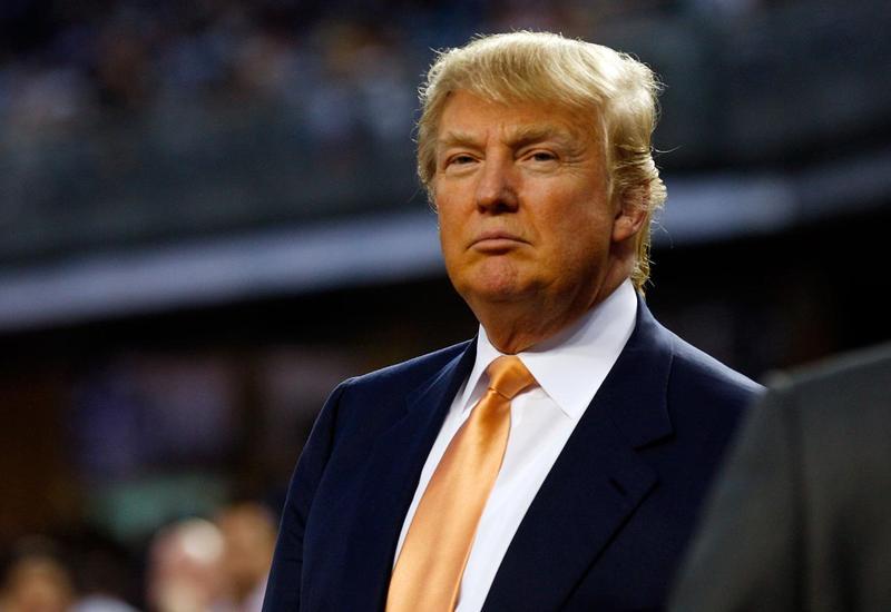 Мужчина разрушил звезду Дональда Трампа на Аллее славы