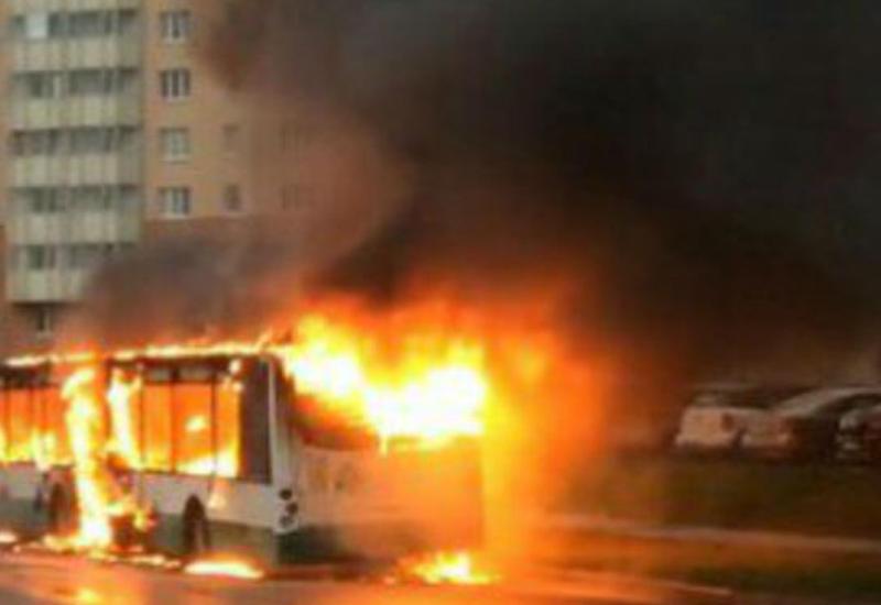"""Автобус вспыхнул как спичка в Москве <span class=""""color_red"""">- ВИДЕО</span>"""