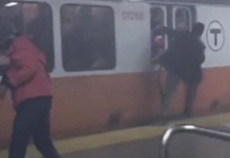 """ЧП в бостонском метро: пассажиры покидали дымящийся поезд через окна <span class=""""color_red"""">- ВИДЕО</span>"""