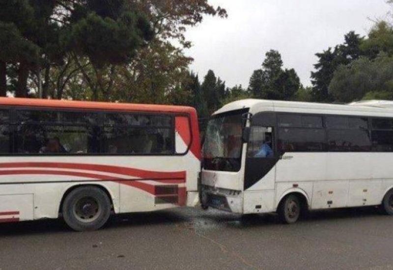 "Bakıda iki avtobus toqquşdu: yaralananlar var <span class=""color_red""> - VİDEO</span>"