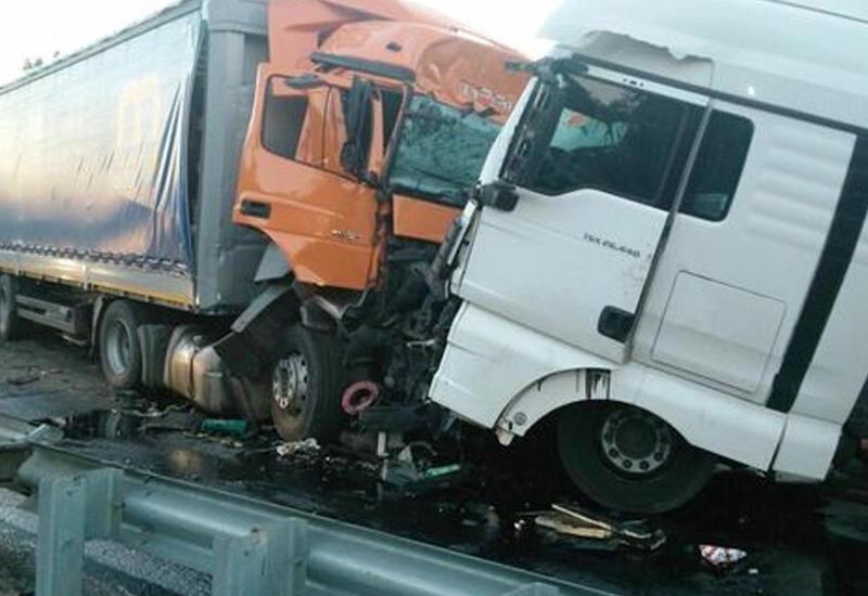 В Товузе столкнулись грузовики, есть пострадавший