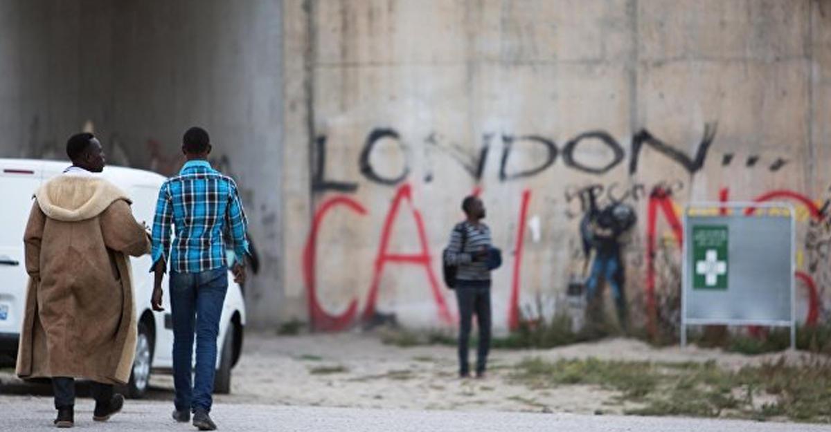Мигранты изКале разбивают новые палаточные лагеря встолице франции