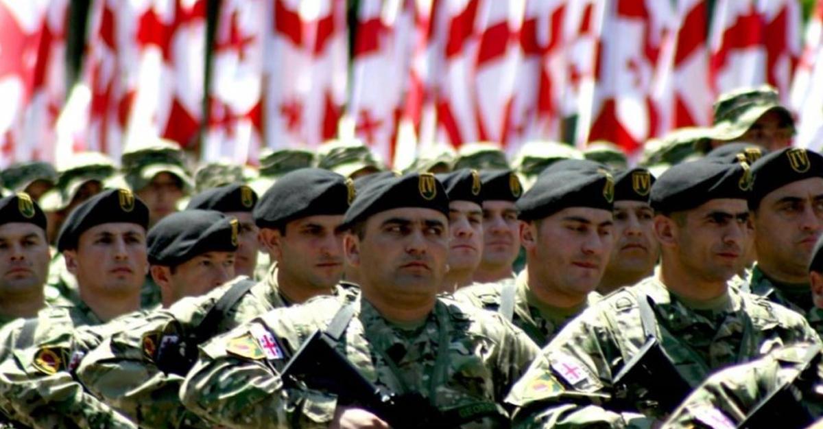 Министр обороны Грузии пообещал возобновление призыва вармию