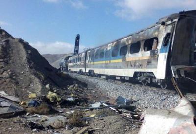 Растет число жертв при столкновении поездов в Иране