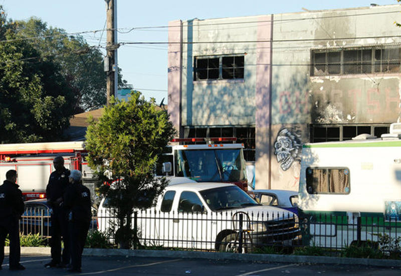 В сгоревшем ночном клубе в Окленде найдено уже 33 погибших
